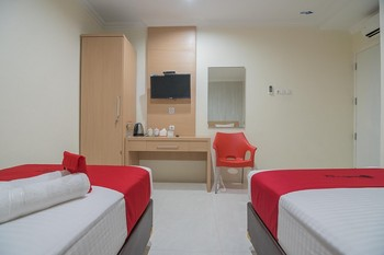 RedDoorz near MT Haryono Semarang Semarang - RedDoorz Twin Room Best Deal