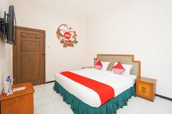 OYO 377 Istana Permata Juanda Surabaya - Deluxe Double Room Regular Plan