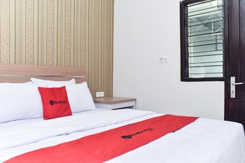 RedDoorz Plus near Malang Town Square Malang - RedDoorz Room Regular Plan
