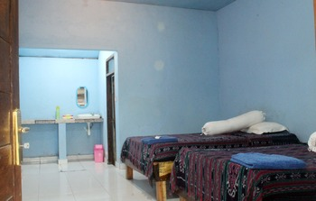 Duyung Rooms and Resto Lombok - Standard Twin Room with Fan Breakfast NR Special Deal