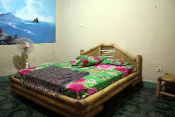 Duyung Rooms and Resto Lombok - Standard Double Room with Fan Room Only FC Regular Plan