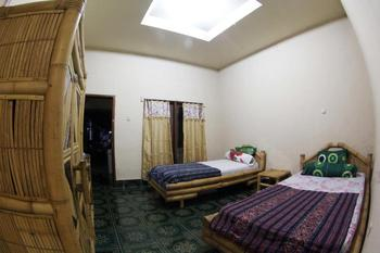 Duyung Rooms and Resto Lombok - Standard Twin Room with Fan Room Only NR Regular Plan