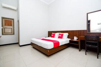 OYO 2436 Hotel Kencana Tegal - Deluxe Twin Room Regular Plan