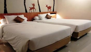 Front One Resort Magelang - Deluxe Room Special Deals