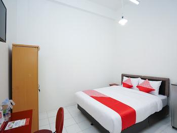 OYO 1624 Panjang Jiwo Residence Surabaya - Deluxe Double Room Regular Plan