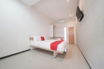 RedDoorz Syariah near Transmart MX Malang Malang - RedDoorz Premium Room with Breakfast Regular Plan