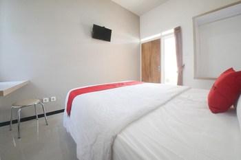 RedDoorz Syariah near Transmart MX Malang Malang - RedDoorz Twin Room with Breakfast Regular Plan