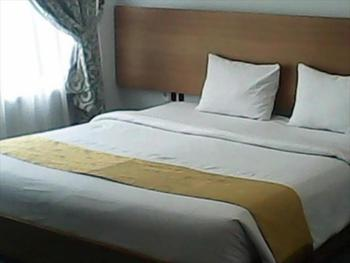 Hotel Surya Palace Syariah Padang - Deluxe Room Only NR Stay More, Pay Less
