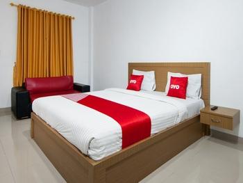 OYO 2208 Thyesza Hotel Danau Toba - Deluxe Double Room Great Sale