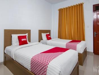 OYO 2208 Thyesza Hotel Danau Toba - Deluxe Twin Room Great Sale