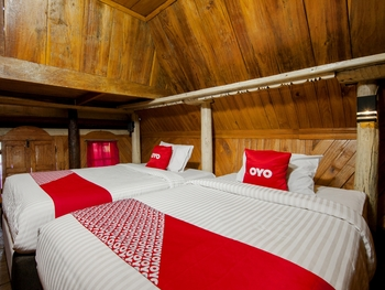 OYO 2208 Thyesza Hotel Danau Toba - Family Suite Villa Great Sale