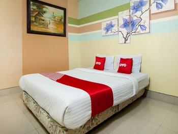 OYO 2208 Thyesza Hotel Danau Toba - Standard Double Room Great Sale