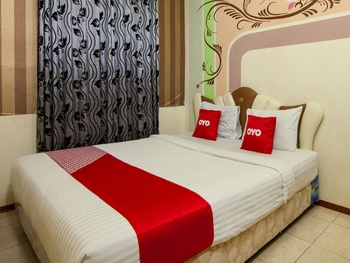 OYO 2208 Thyesza Hotel Danau Toba - Suite Double Room Great Sale