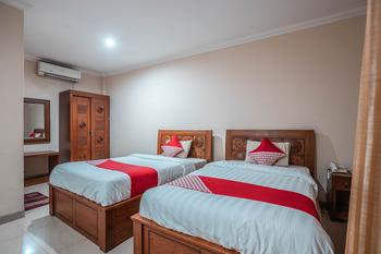 OYO 686 Bunga Karang Hotel Bekasi - Deluxe Twin Room Regular Plan