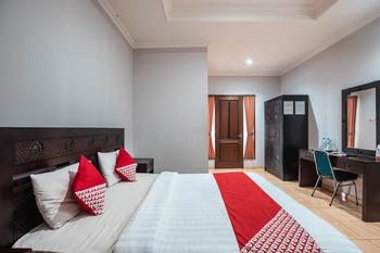 OYO 686 Bunga Karang Hotel Bekasi - Suite Double  Regular Plan