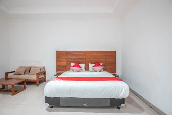 OYO 686 Bunga Karang Hotel Bekasi - Deluxe Double Room Regular Plan