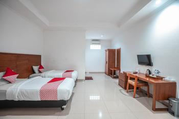 OYO 686 Bunga Karang Hotel Bekasi - Suite Twin  Regular Plan