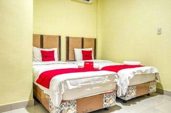 RedDoorz @ Jalan Kapten Muslim Medan Medan - RedDoorz Twin Room Basic Deal