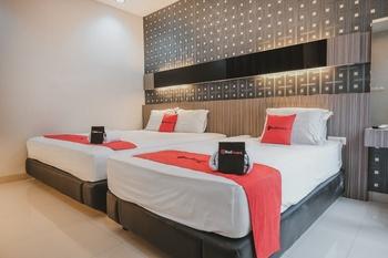 RedDoorz @ Jamin Ginting Medan Medan - RedDoorz Family Room Basic Deal