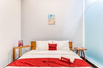 RedDoorz Plus near Taman Ismail Marzuki Jakarta - RedDoorz Suite Room Basic Deal