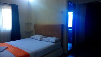 OYO 2293 Lulu Homestay Makassar - Deluxe Double Room Regular Plan