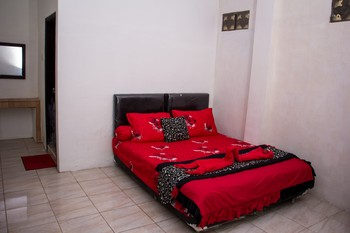 Samar Wulu Guest House Syariah by Doorz Partner Banyuwangi - Standard Room Best Deal