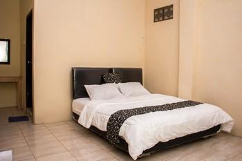 Samar Wulu Guest House Syariah by Doorz Partner Banyuwangi - Deluxe Room Best Deal