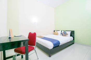 SPOT ON 1968 Grand Azizah Makassar - Standard Double Room Regular Plan