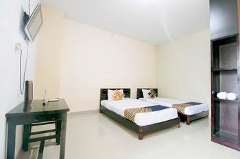 SPOT ON 1968 Grand Azizah Makassar - Standard Twin Room Regular Plan