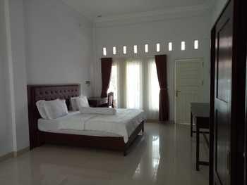 Madina Guest House Palangkaraya Palangka Raya - Superior Room Regular Plan