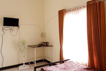 Sulfat Homestay Syariah Bumbing - kamar grub + tv Regular Plan