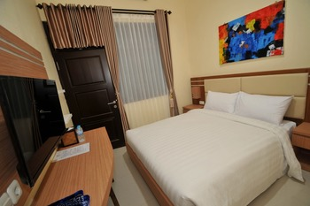Musafir Guest House Syariah Solo Solo - Rose Room Only Regular Plan