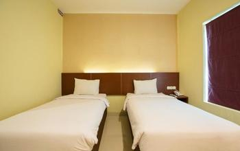 Hotel Raising Makassar Makassar - Silver Room Only Regular Plan