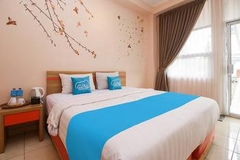 Airy Lembang Villa Istana Bunga Tulip Bandung - Junior Double with Breakfast Special Promo Mar 5