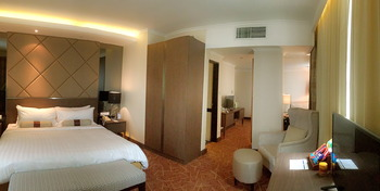 Hotel Menara Peninsula Jakarta - Studio Room With Breakfast Flash Deal