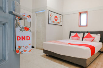 OYO 894 Nusa Indah Homestay Syariah Malang - Deluxe Double Room Regular Plan