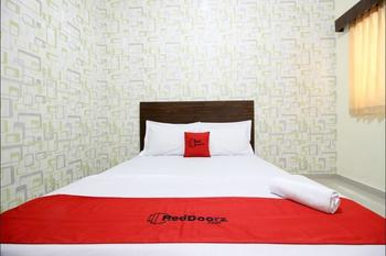 RedDoorz Swakarya Kaliurang - RedDoorz Suite with Breakfast Regular Plan