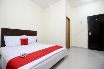 RedDoorz Swakarya Kaliurang - RedDoorz Deluxe Room with Breakfast Regular Plan