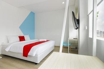 RedDoorz Plus @ Catania Soma Rajawali Palembang - RedDoorz Room with Breakfast Basic Deal