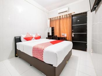 OYO 1700 Danurejan Guesthouse Yogyakarta - Deluxe Double Room Regular Plan