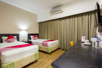 Capital O 769 City Hotel Balikpapan -  Deluxe Twin Room Regular Plan