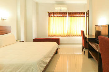 GreenSA Inn Surabaya - Double Room Basic Deal 40%