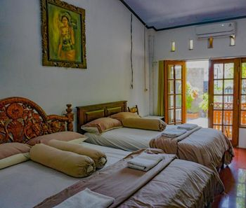 Wisma Pulau Merah Banyuwangi - Standard Family Room Basic Deal Promotion