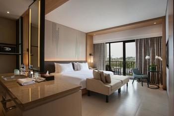 Hotel Santika Premiere Bandara Palembang - Deluxe King Room Lake View Regular Plan