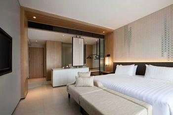 Hotel Santika Premiere Bandara Palembang - Deluxe Room Hollywood Offer  Last Minute Deal 2021