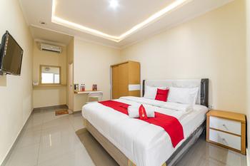 RedDoorz @ Blimbing Malang Malang - RedDoorz Room Last Minute Deal