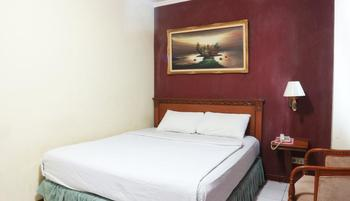 Hotel Farel Jakarta - Deluxe Room with Breakfast MINIMUM STAY 2 NIGHTS