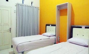 Clover Homestay Probolinggo - Superior Twin Room Regular Plan