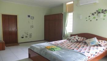 Tabayang Guest House Bandung - Standard AC Room Only Regular Plan