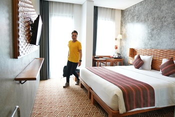 THE 101  Dago - Deluxe Smart King Room Only Regular Plan